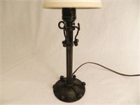 Wrought iron table lamp in the style of French Edgar W. Brandt (180-1960), 10 inches tall