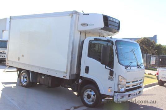 2010 Isuzu NPR 300 Premium Premium AMT - Trucks for Sale