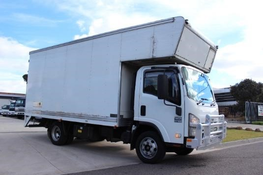 2009 Isuzu NPR 250 Premium - Trucks for Sale