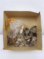 Collections de bois flottés et coquillages