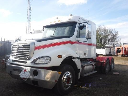 2006 Freightliner Columbia - Wrecking for Sale