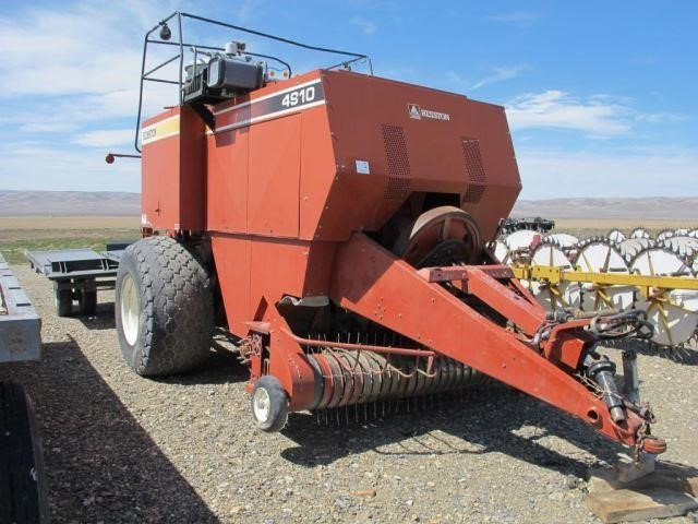 Hesston 4910 4x4 Hay Baler and Accumulator | Western Auction Co