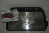 FOOD SAVER V2840 SYSTEM WITH BAGS - USED