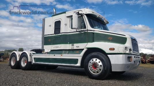 2000 Freightliner FLX Wheellink - Trucks for Sale