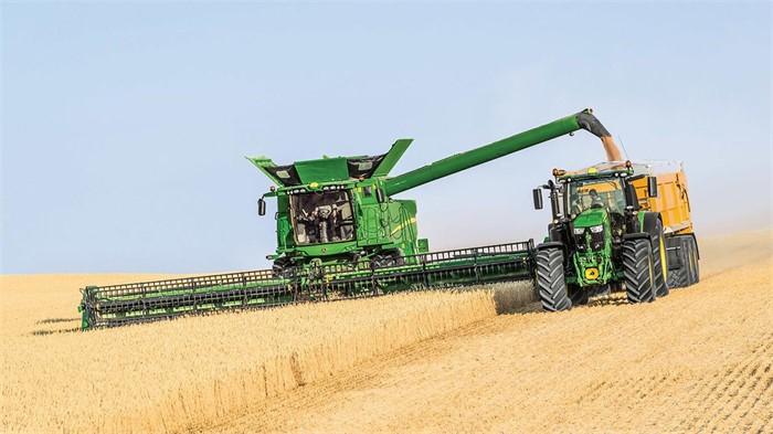 John Deere Combine >> John Deere Upgrades Its S700 Series Combines For 2020 Tractor