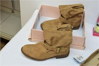 Ladies Shoes (Size 8, 10, & 10), Gloves, etc.