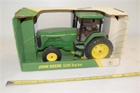 ERTL John Deere 8200 Tractor