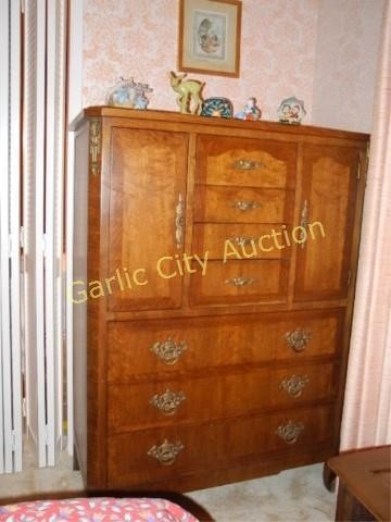 Mid Century Henredon Dresser w Burl Panels | Garlic City Auction
