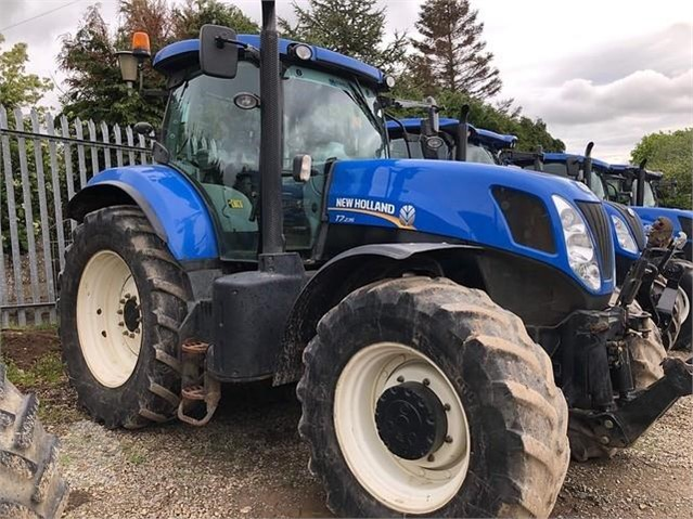 2011 NEW HOLLAND T7 235