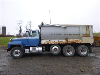 2000 Mack Triaxle Dump Truck *Title* Other Auction Results