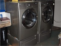 LG Front Load HE Washer & Dryer w Pedestals