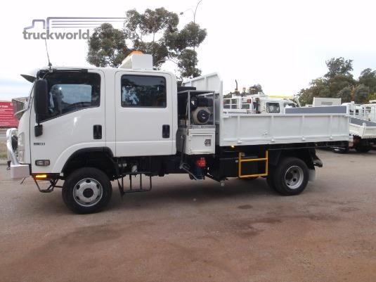 2014 Isuzu NPS 75/45 155 Crew - Trucks for Sale