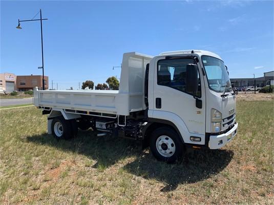 2019 Isuzu FRR 107 210 - Trucks for Sale