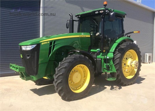 2013 John Deere 8260R - Farm Machinery for Sale