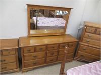 Vilas maple 4 Pc double bedroom suite.   comes