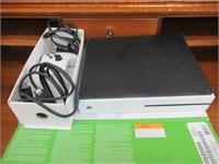 XBox One 500MG game console with remote - working