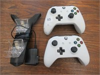 2 XBOX rechargeable controllers - working