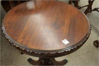 Clawfoot piecrust table