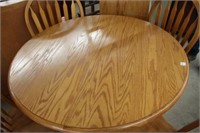 Round oak table, 4 chairs & leaf