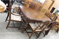 Dining table with 6 chairs & 3 leaves