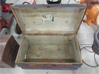 Antique trunk (no tray)