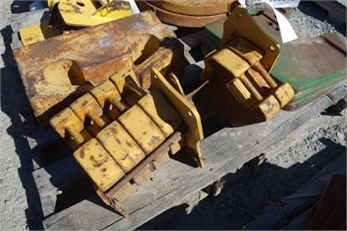 96bf65b4a4d6 JOHN DEERE Skid Steer Weight Brackets With Weights Auction Results ...