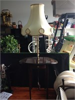 Retractable wood lamp table