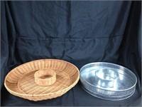 Assorted pair of dip saucers