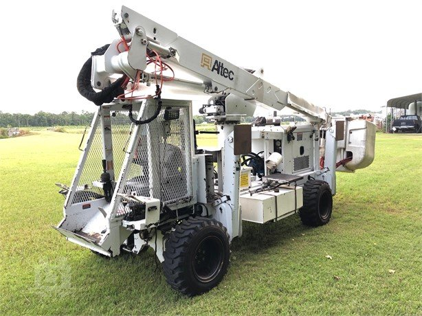 Bucket Lifts For Sale - 12 Listings | LiftsToday com | Page 1 of 1