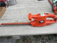 """B&D 17"""" Hedge Trimmer , Electric"""