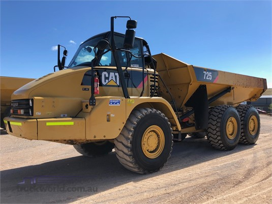 2013 Caterpillar 725 Heavy Machinery for Sale