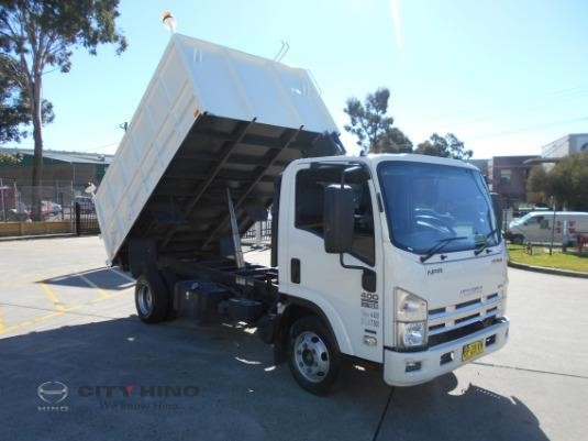 2011 Isuzu NPR 400 City Hino - Trucks for Sale