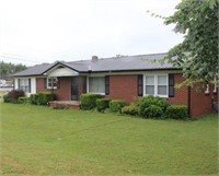 1326 E. Main St., Waverly, TN - Live Auction! House