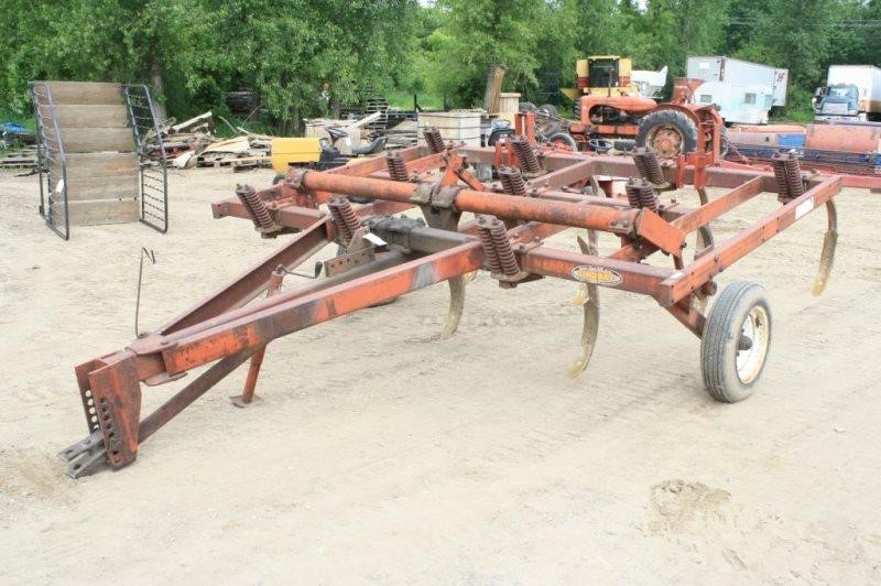 MOHAWK / LINDSAY 9-SHANK CHISEL PLOW ON TRANSPORT | Smith