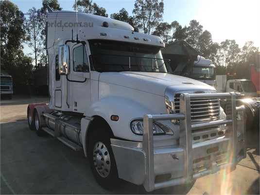 2004 Freightliner Colombia Wrecking Trucks wrecking for sale