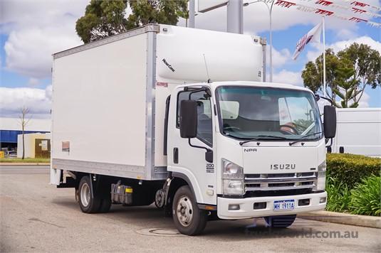 2010 Isuzu NPR 275 WA Hino - Trucks for Sale