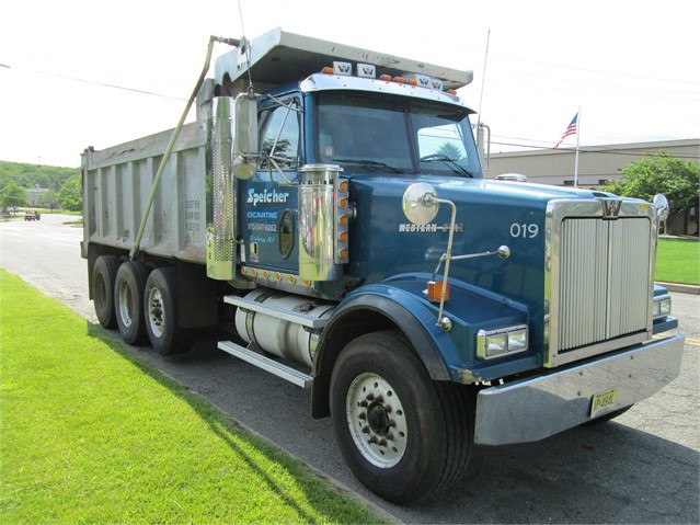 2005 WESTERN STAR 4900FA For Sale In Flanders, New Jersey