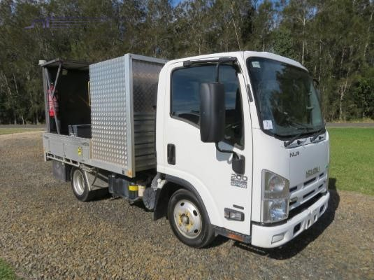 2014 Isuzu NLR 200 AMT - Trucks for Sale
