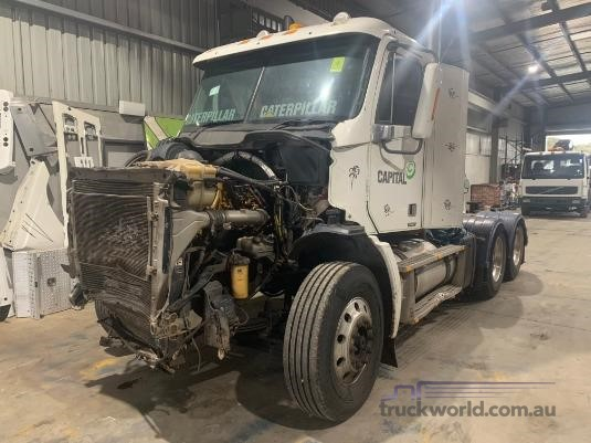 2008 Freightliner Columbia CL112 - Wrecking for Sale