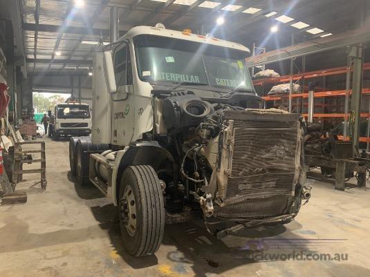 2008 Freightliner Columbia CL112 - Truckworld.com.au - Wrecking for Sale