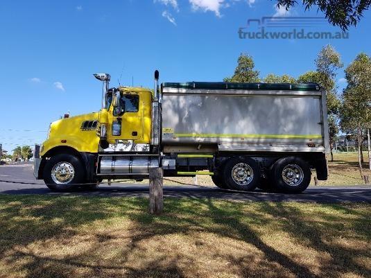 2008 Mack Trident - Trucks for Sale