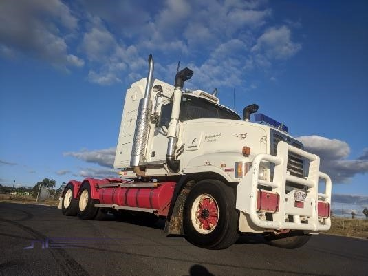 2005 Mack Super Liner Wheellink - Trucks for Sale