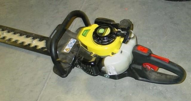 John Deere Gas Power Hedge Trimmer | Idaho Auction Barn
