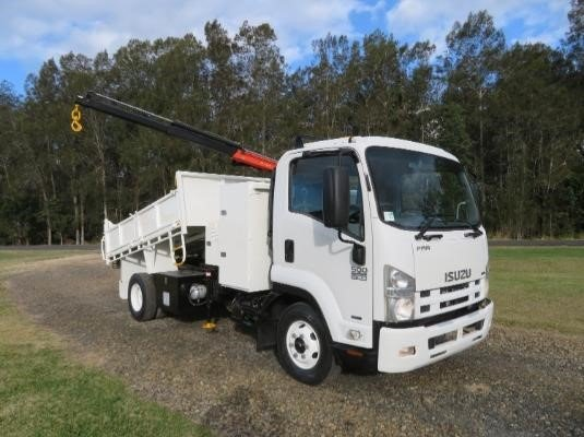 2009 Isuzu FRR 500 AMT - Trucks for Sale