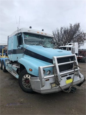 2001 Freightliner C120 - Wrecking for Sale