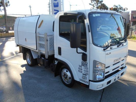2010 Isuzu NLR 200 City Hino - Trucks for Sale