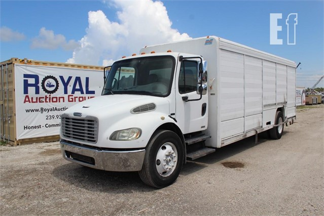 Lot # 272A - 2006 FREIGHTLINER BUSINESS CLASS M2 106