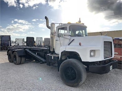 1998 MACK DM688S T/A ROLLOFF TRUCK Other Auction Results - 1
