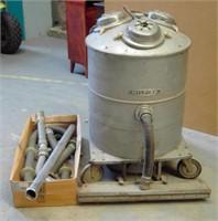 Stor Nilfisk industri støvsuger med 3 motorer.