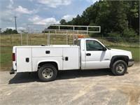 2004 Chevrolet Silverado 2500 Utility Truck 2WD